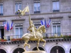 Statue de Jeanne d'Arc -  Frémiet, statue équestre de Jeanne d'Arc, Place des Pyramides, Paris, France.