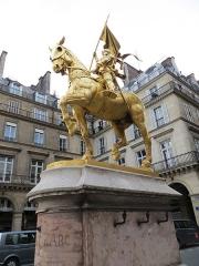 Statue de Jeanne d'Arc -  Paris for SIAM PP 2016