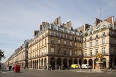 Statue de Jeanne d'Arc - Polski: Paryż - Place des Pyramides