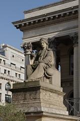 Bourse - Français:   Allégorie de La Justice Consulaire (1851), par Francisque-Joseph Duret (1804-1865), devant le Palais Brongniart, place de la Bourse, Paris (2e), France.