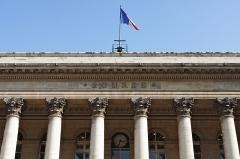 Bourse - Français:   Façade du palais Brongniart, colonnes et drapeau, Paris, 2e, France.