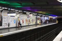 Métropolitain, station Réaumur-Sébastopol -  Vue du quai à destination de Porte de Cligancourt de la station du métro parisien Réaumur - Sébastopol (ligne 4).