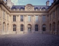 Ancien hôtel de Saint-Aignan (ou hôtel d'Avaux, de Rochechouart, d'Asnières), actuellement musée d'art et d'histoire du Judaïsme - English: Courtyard of the Musée d'Art et d'Histoire du Judaïsme, Paris