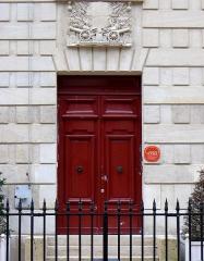 Pavillon de l'Arsenal, actuellement bibliothèque de l'Arsenal - Français:   Rue de Sully (une porte de la bibliothèque de l\'Arsenal) - Paris IV