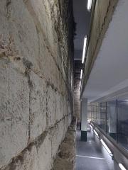 Enceinte de Philippe-Auguste - Paris, VIème arrondissement, enceinte de Philippe-Auguste dans le parking Mazarine, niveau -2