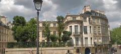 Hôtel Lambert - Polski: Widok na Hôtel Lambert w Paryżu z Pont de Sully