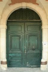 Ancien Hôtel Marchand - English:  Door of 15 Place des Vosges, Paris.