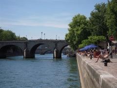 Pont Marie -  Le pont Marie doit son nom à l'ingénieur-entrepreneur Christophe Marie qui le construit de 1614 à 1635.