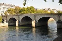 Pont Marie - English: Pont Marie in Paris 4th arrondissement, France view from Quai de Bourbon.
