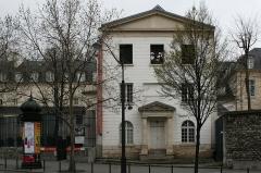 Ancien couvent des Récollets ou ancien hôpital Villemin - Français:   Façade de la chapelle du couvent des Récollets (Paris)