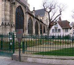 Eglise Saint-Laurent - Français:   Église Saint-Laurent (façade sud) et square Saint-Laurent - Paris X