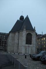 Hôpital Saint-Louis - Chapelle de l'hôpital St-Louis de Paris, vue du cœur vers le nord construite à partir du 13 juillet 1607. Classée Monument historique.