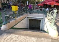 Métropolitain, station Gare du Nord - Français:   Édicule Guimard de la station Gare du Nord, 2 boulevard de Denain, 129 rue La Fayette, 75010 Paris (monument historique)