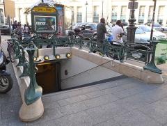 Métropolitain, station Gare du Nord - Français:   Édicule Guimard de la station Gare du Nord, 9 boulevard de Denain, 75010 Paris (monument historique)