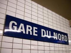 Métropolitain, station Gare du Nord - Français:   Panneau de la station Gare du Nord de la ligne 4 du métro de Paris, France.