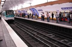 Métropolitain, station Gare du Nord -  Station Gare du Nord, ligne 5 du métro de Paris, France.