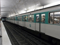 Métropolitain, station Gare du Nord - Français:   La station Gare du Nord de la ligne 5 du métro de Paris, France.
