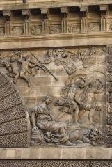 Porte Saint-Martin - Deutsch:   Porte Saint-Martin im 10. Arrondissement von Paris, rechtes Relief auf der Nordseite, Darstellung: die Eroberung von Limburg durch Ludwig XIV.