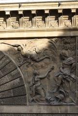 Porte Saint-Martin - Deutsch:   Porte Saint-Martin im 10. Arrondissement von Paris, rechtes Relief auf der Südseite, von Martin Van den Bogaert genannt Desjardins, Darstellung: die Einnahme von Besançon durch Ludwig XIV.