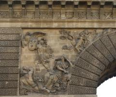 Porte Saint-Martin - Deutsch:   Porte Saint-Martin im 10. Arrondissement von Paris, linkes Relief auf der Norddseite, von Gaspard Marsy, Darstellung: Ludwig XIV. als Kriegsgott Mars