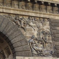 Porte Saint-Martin - Deutsch:   Porte Saint-Martin im 10. Arrondissement von Paris, rechtes Relief an der Nordseite, von Pierre Le Gros, Darstellung: Einnahme von Limburg