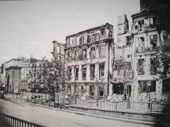 Théâtre de la Porte-Saint-Martin - English: The boulevard Saint-Martin (with the porte Saint-Martin on the left) after the fights and the fires of the Paris Commune, Paris 10th arr.
