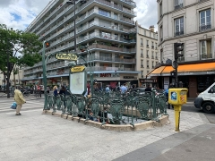 Métropolitain, station Couronnes - Français:   Entrée de la station de métro Couronnes, Paris.