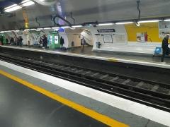 Métropolitain, station République - Français:   La station de la ligne 3 en 2020.