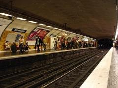 Métropolitain, station République - Français:   La station République de la ligne 5 du métro de Paris, France