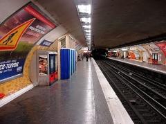 Métropolitain, station République - Français:   Station République de la ligne 5 du métro de Paris, France.