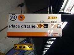 Métropolitain, station République - Français:   Panneau SIEL de la station République de la ligne 5 du métro de Paris, France