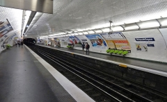 Métropolitain, station République - Français:   La station République de la ligne 5 du métro de Paris après sa rénovation, France.