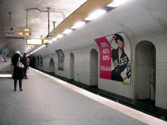 Métropolitain, station République - Français:   Station République de la ligne 8 du métro de Paris, France.