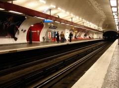 Métropolitain, station République - Français:   Métro de Paris (France) - ligne 11 - Station République -