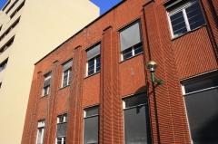 Hôpital Saint-Antoine - English: Side of a building inside the Saint-Antoine hospital in Paris, France
