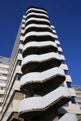 Hôpital Saint-Antoine - English: Staircases outside a building inside the Saint-Antoine hospital in Paris, France