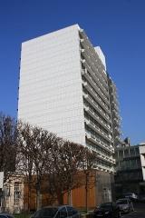 Hôpital Saint-Antoine - English: Building of the Université Pierre et Marie Curie inside the Saint-Antoine hospital in Paris, France