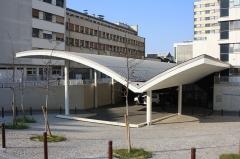 Hôpital Saint-Antoine - English: Emergency entrance inside the Saint-Antoine hospital in Paris, France
