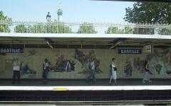 Métropolitain, station Bastille -   Description: Station Bastille sur la ligne 1 - fresque Date: 07/2006  Author: Sebb
