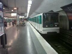 Métropolitain, station Nation - Français:   station nation ligne 6 mf67