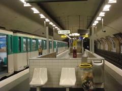 Métropolitain, station Nation - Français:   Joseph-André Motte (Français, 1925-2013): siège \