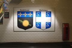 Métropolitain, station Nation -  Détail des blasons présents sur le quai de la station Nation du métro parisien, direction Montreuil.