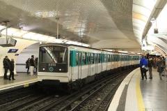Métropolitain, station Nation -  Un MF 67 à quai à la station NAtion du métro parisien, ligne 9 à destination de la Mairie de Montreuil.