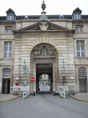 Hôpital de la Salpêtrière - English: Mazarin entrance to the en:Pitié-Salpêtrière Hospital, Paris.