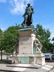 Hôpital de la Salpêtrière - English: Statue of Philippe Pinel at boulevard de l'Hôpital in Paris