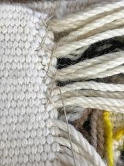 Mobilier National - Français:   Couture finale sur tapisserie de haute lice