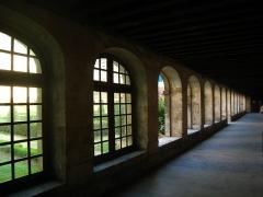 Hôpital Cochin (ancien noviciat des Capucins) - Ancien cloître de l'abbaye de Port-Royal de Paris.