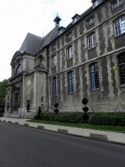 Hôpital Cochin (ancien noviciat des Capucins) - Extérieur de l'église abbatiale Saint-Sacrement de l'abbaye de Port-Royal de Paris (75014).