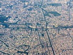 Cimetière Montparnasse - English: Île de la Cité, Paris, and surrounding areas, taken from a Lyon->Paris Air France flight; Notre Dame and the Centre Beaubourg visible