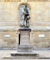 Observatoire de Paris - English: Henri Chapu (1833-1891), Monument to Urbain Le Verrier, 1889, Paris Observatory.